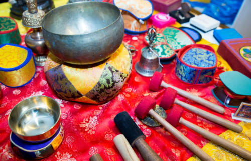 Singing bowls and dhamarus